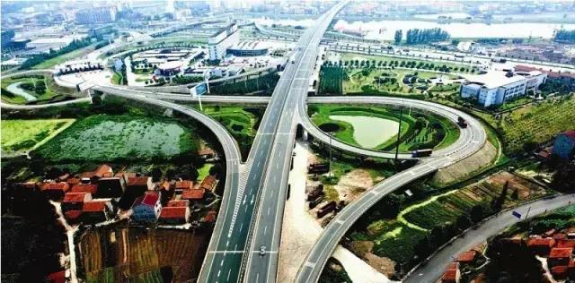 鄂 瓶颈 东卷高速公路正式竣工通车