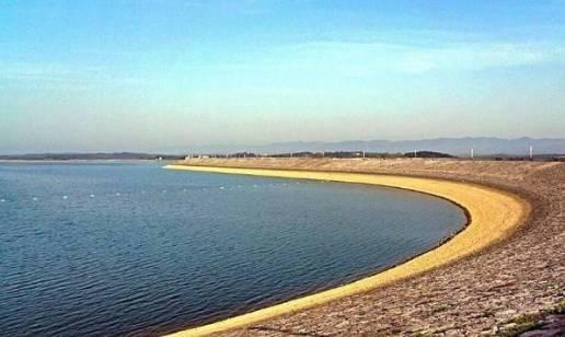 来源:  长江云  时间:2017-03-30 09:49      洈水风景区位于湖北省