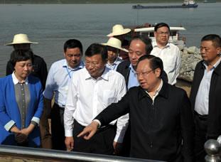 王晓东在洪湖调研防汛工作