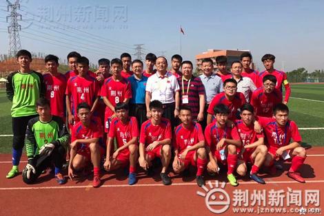 球冠军争夺战在湖北师范大学文理学院2号足球场开赛,荆州队通过图片