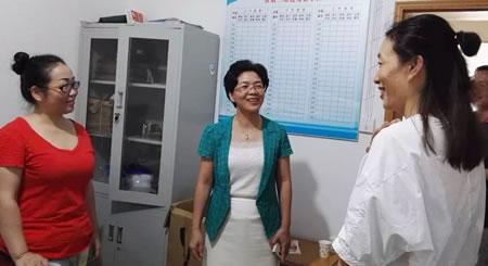 刘辉萍看望章华台片区棚改征收工作人员