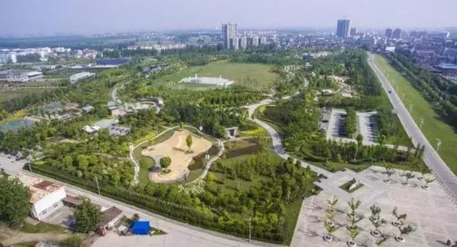 """崇阳是""""中国民间文化艺术之乡""""、""""中国百泉地质之乡""""、""""中国钒业之乡""""、""""中国麻花之乡""""。   近年来,崇阳争创国家园林城市(县城),城市园林绿化取得长足发展,走出了一条自然生态型、文化保护型、资源节约型、环境友好型的创建新路。   巴东县    巴东于2011年成功创建省级园林县城后,启动了""""国家园林县城""""创建工作,实施道路景观绿化、公园广场建设、新区绿化等工程。   近三年来,巴"""