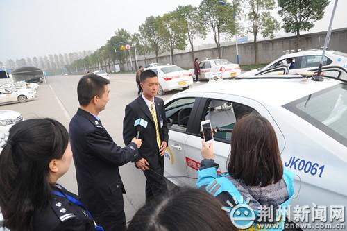 驾考新规真的难?荆州交警网络直播手把手教您n3ds破解教程图片