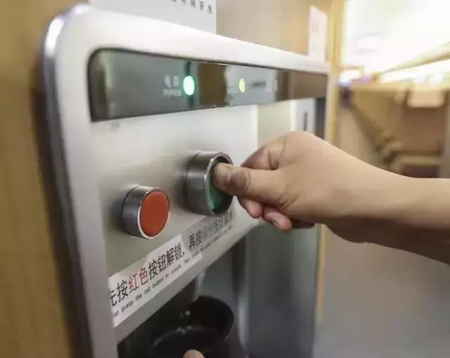 """""""复兴号""""开进荆州火车站:座位更宽敞 全程有WIFI!"""