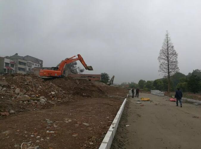 荆州护城河南路道路工程已经开建 车行道宽8米