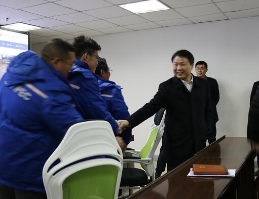副市長向斌調研中石化荊州石油公司