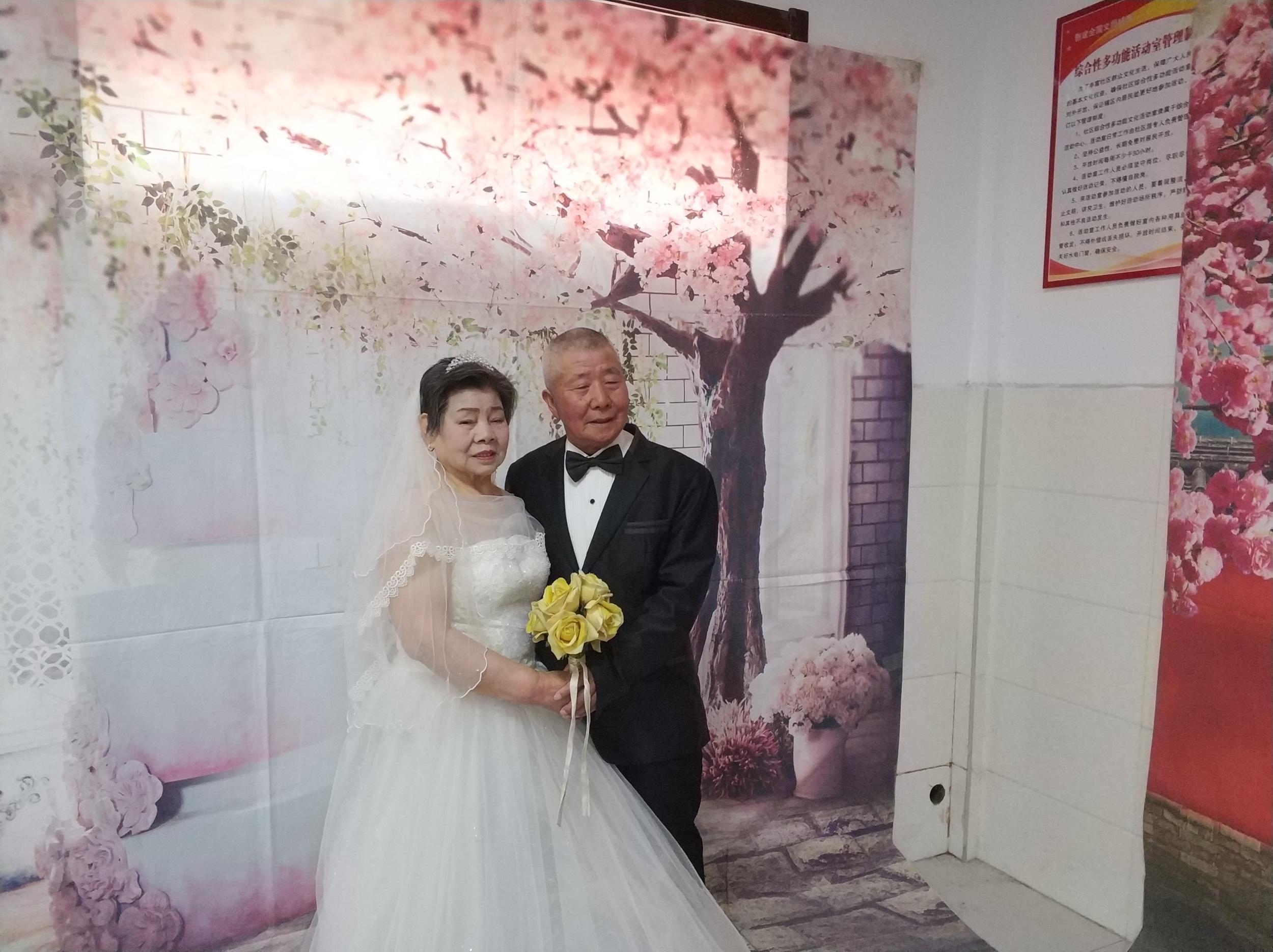 精准扶贫 巾帼行动:30多对夫妻补拍婚纱照圆梦