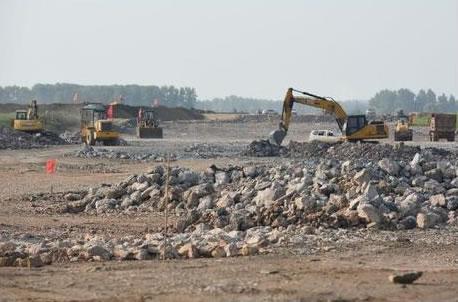 图说重点项目:荆州民用机场飞行跑道施工正酣