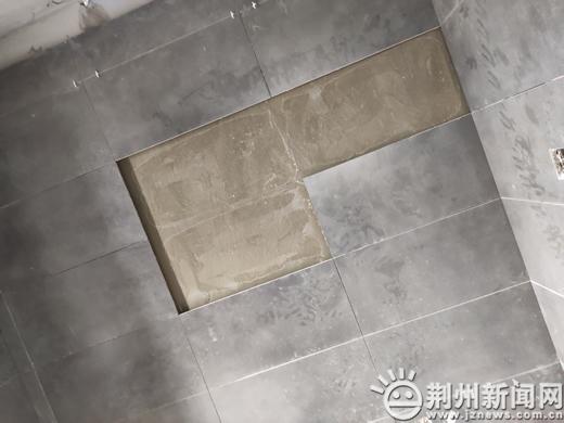新天地一业主家新贴墙砖脱落 是防水层出问题?