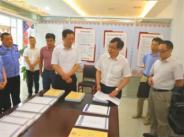 省委政法委调研组来荆州区调研政法队伍建设