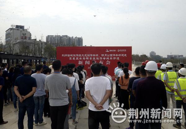 荆州首批智能停车场投入使用 古城周边不再停车难