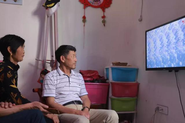 """松滋受阅军人家属看阅兵 赵飞爸爸:""""我怕眼睛一眨就错过了"""