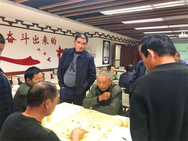 """荆州区郢南村举办第一新开传奇届象棋大赛 村民们乐在""""棋""""中!"""