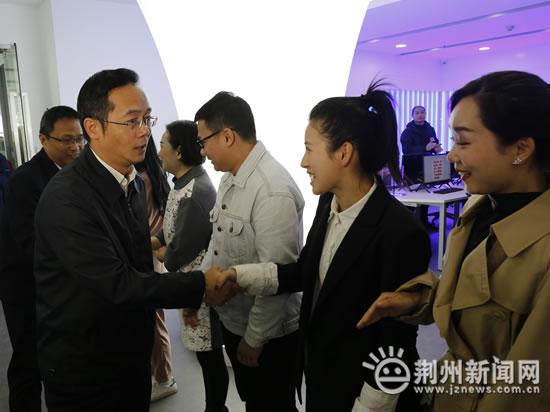 荆州市融媒体中心正式启动 吴朝安启动中心指挥平台