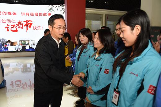 吴朝安走访慰问市直新闻媒体记者编辑