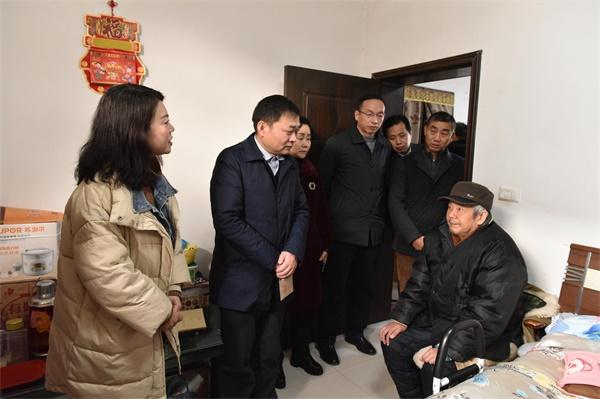送去新春问候 周昌俊带队开展走访慰问活动