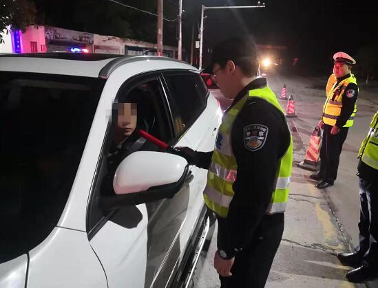 江陵警方春节前夕开展集中清查行动