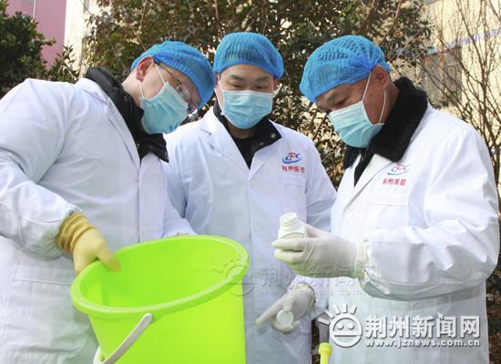 三个支架撑起的坚强――记荆州市疾病预防控制中心传染病预防控制所所长夏世国