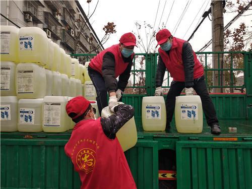 4小时抢卸发运25吨防疫物资,荆州志愿者火线突击