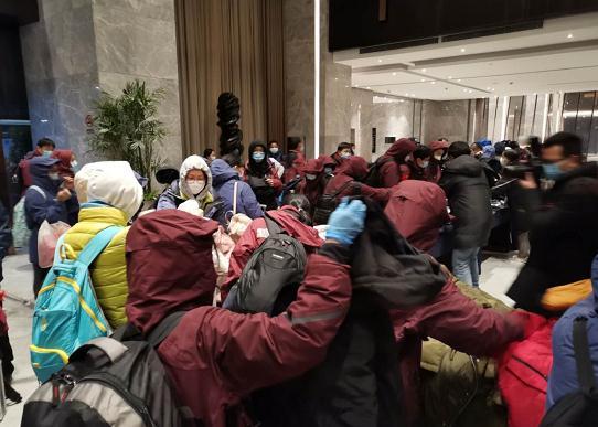 刚刚,广东省第三批医疗队96名队员来到荆州