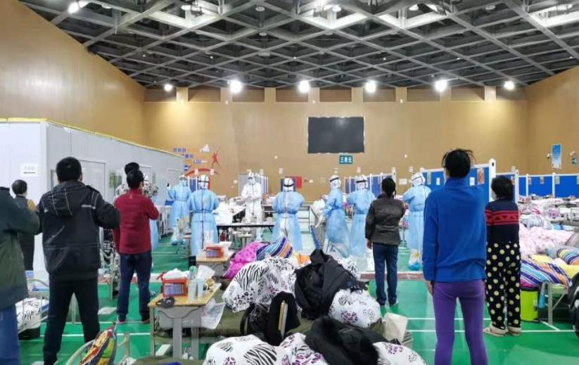 中医适宜技术助力新冠肺炎治疗 方舱医院流行起中医经络操