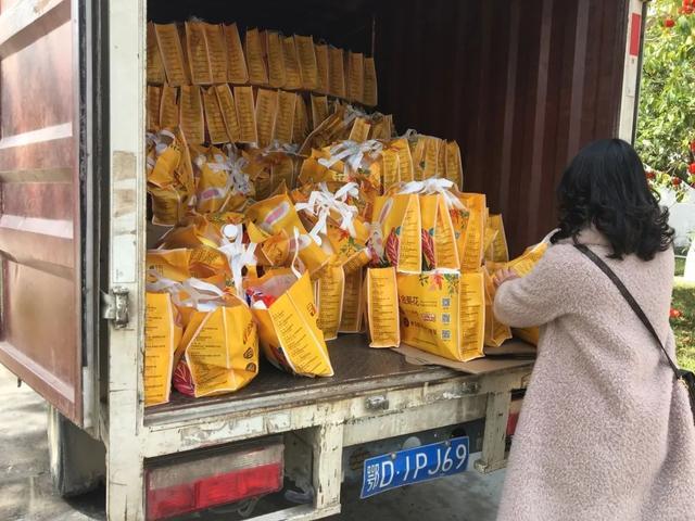 """暖心!荆州区妇联开展""""情系母婴健康""""公益捐赠行动"""