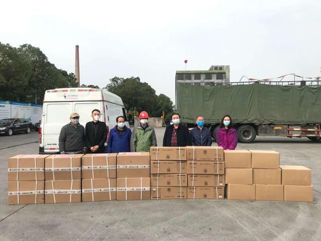 同心抗疫 沙市市区两级经信部门为企业捐赠防疫物资