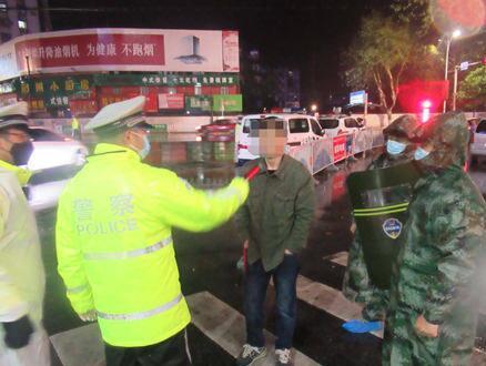 警民联防集中整治交通违法 荆州两名酒司机被查