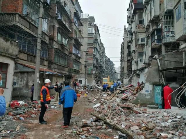 荆州章华台社区机电片区拆毁违建128一处 约1.9万�O