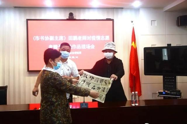 """""""礼赞―逆行者""""荆州市书法协会为疫情防控志愿者赠送书画作品"""