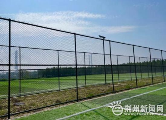 荆州新建足球场绝大部分场地都能在10月1日向市民开放